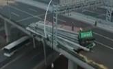 上海:超载挂车倾覆中环高架 主桥面翘起损坏