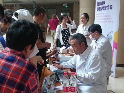 潍坊人民医院举行义诊活动响应第八届国际甲状腺健康宣传周