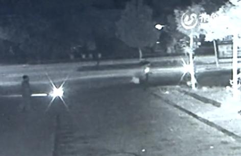 德州一男子盗窃被发现持斧头劫持人质 被警方抓获