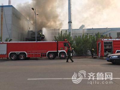 潍坊寿光一处废弃厂房发生火灾