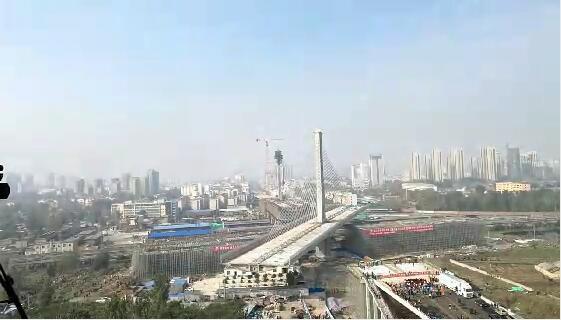菏泽:世界最重斜拉桥主桥成功转体横跨京九铁路