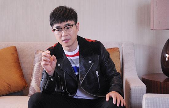 """大咖show丨专访大鹏:当导演""""极度不自信""""  60岁再拍《煎饼侠2》"""