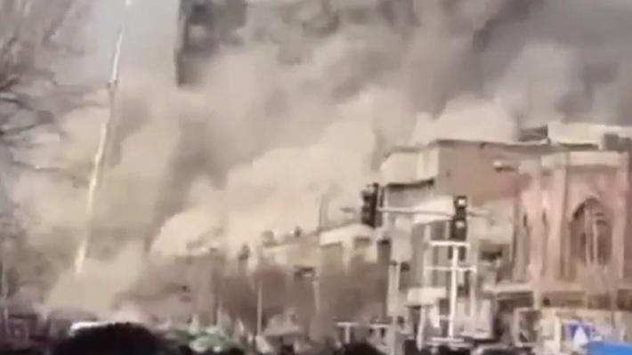 伊朗高楼起火坍塌 30名消防员遇难