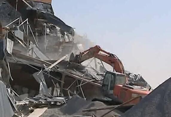 除扬尘保蓝天 济南高新区2天强拆16个石料厂