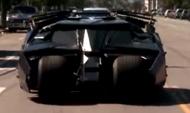 美国公路出现蝙蝠侠战车,司机竟是两位老人家!