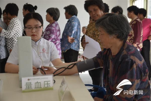 临沂:专家现场免费义诊 健康送到村民家