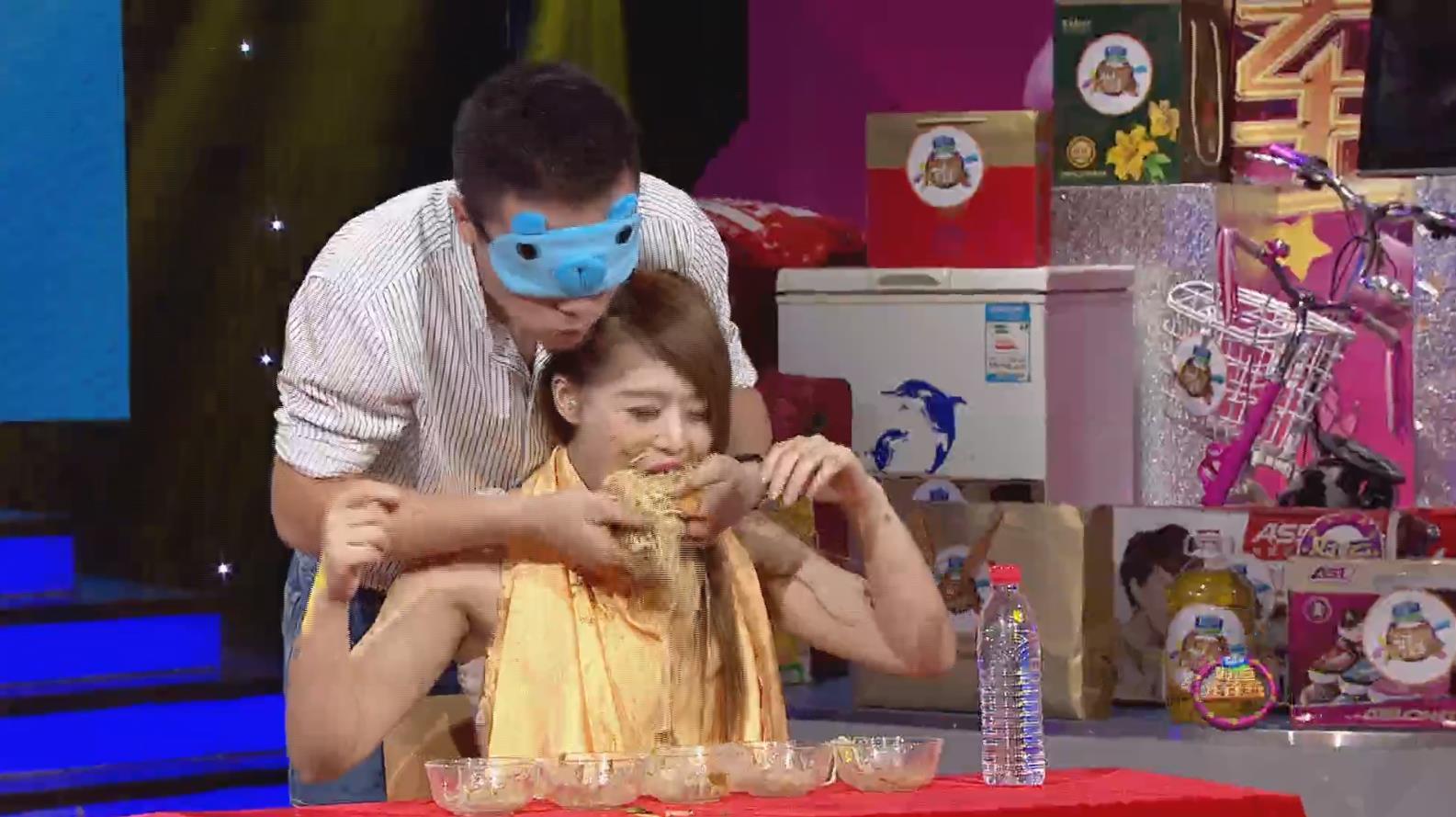 好运连连到:我是大胃王  选手戴上眼罩PK吃凉面