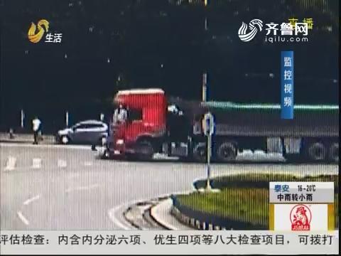 枣庄:母女二人 被卷入半挂车底