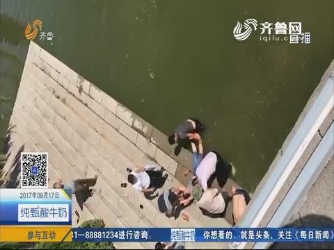莱西:女子跳河轻生 众人伸手援救