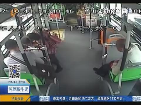 青岛:时间就是生命 公交车变身救护车
