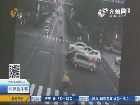 曲阜:女子逆行闯红灯 连躲四车撞上第五车