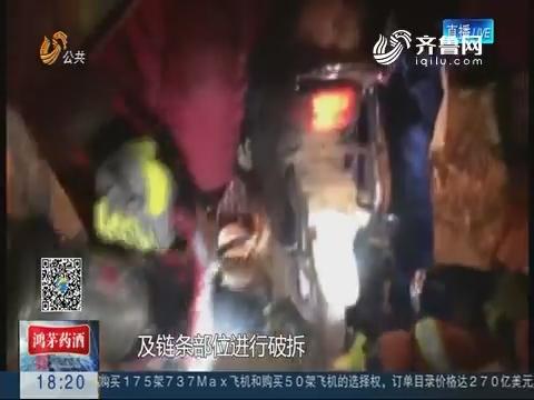 """潍坊:摩托车轮圈""""咬住""""儿童左脚 消防员紧急救出"""