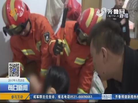 诸城:压面机卡住2岁男童手 消防紧急救援