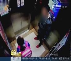 超新早点:深圳虎爸电梯内掌掴女儿还踹3脚
