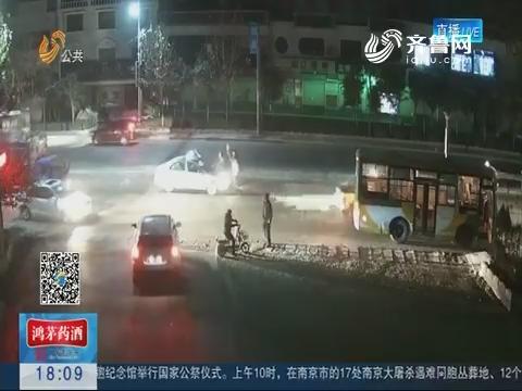 淄博:女子被藏獒袭击 公交司机全力相助