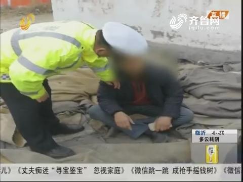 潍坊:酒驾被抓 司机竟然举起板砖