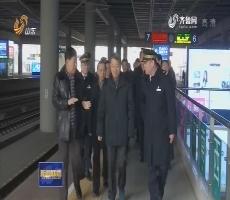 交通运输部党组书记杨传堂到济南检查春运安全保障工作
