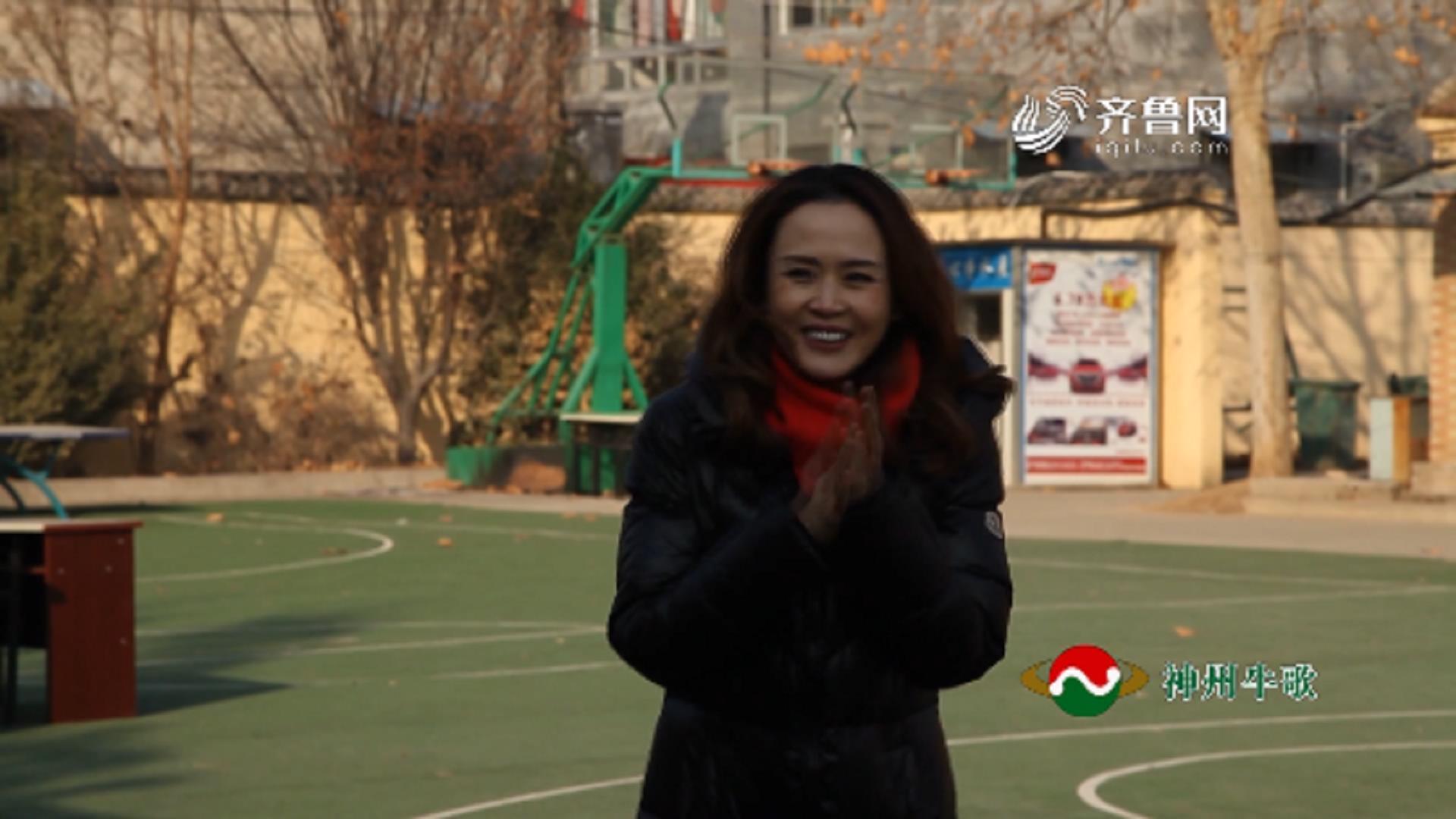 """20180209《全能挑战王》:""""幸福分享会""""——节目评委杨娜为""""快乐姐妹一家亲""""舞蹈队送惊喜"""