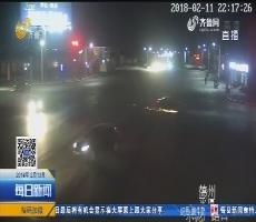 平原:拖着电动车逃逸 一路火花四溅
