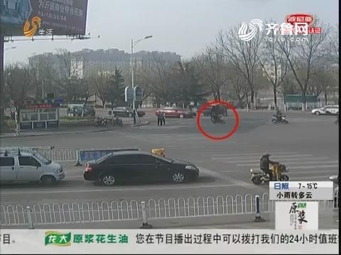 淄博:紧急!男子摔下车 浑身抽搐