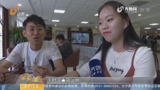 """【闪电新闻排行榜】又到""""520""""爱情表白日 准新人在婚姻登记处排长龙"""