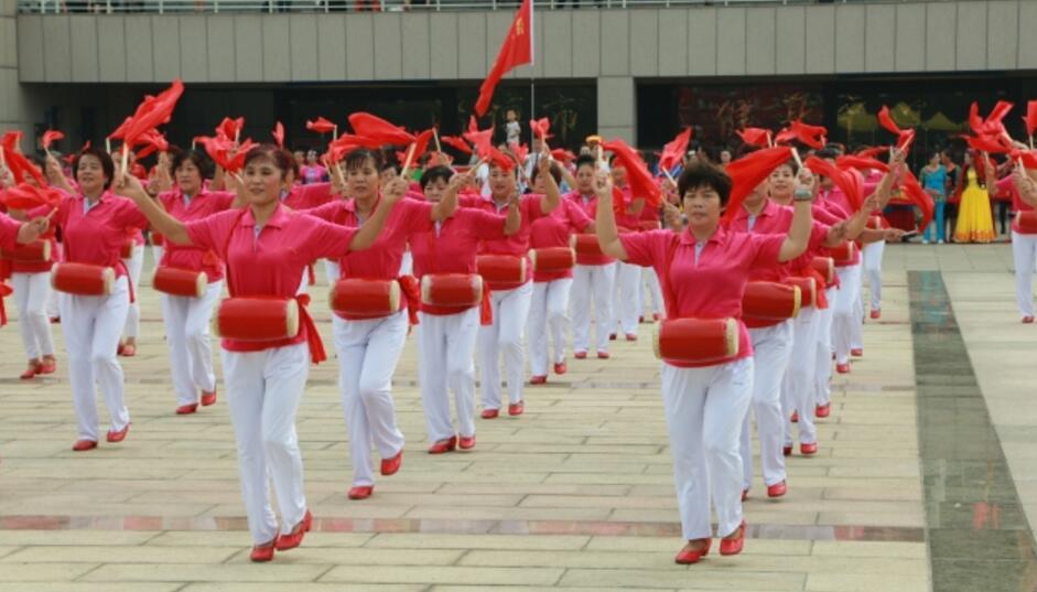 淄博:千人广场舞 快乐一起来
