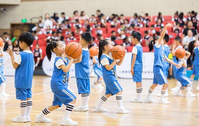 单县:篮球明星进校园