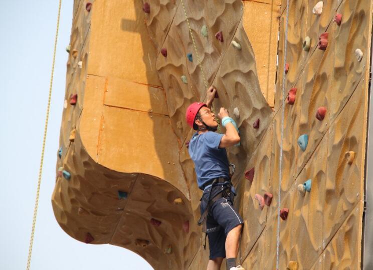 山东省健身运动会攀岩赛走进城阳