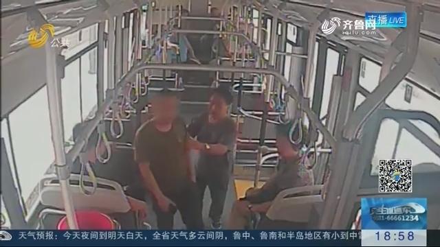 【公交车上的那些事】济南:男子路边晕倒 公交秒变救护车