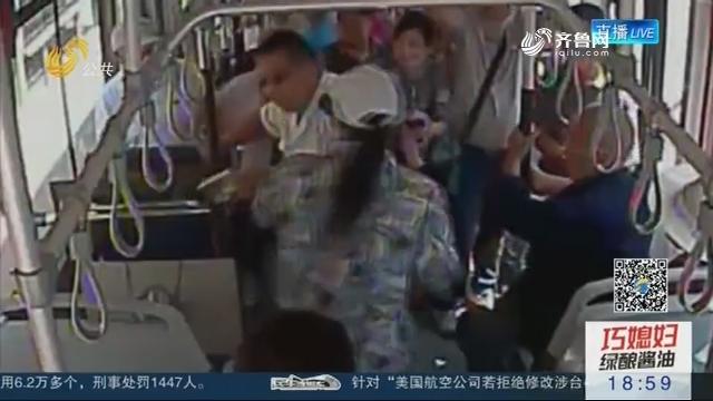 【公交车上那些事】济南:为占座位 俩男子大打出手