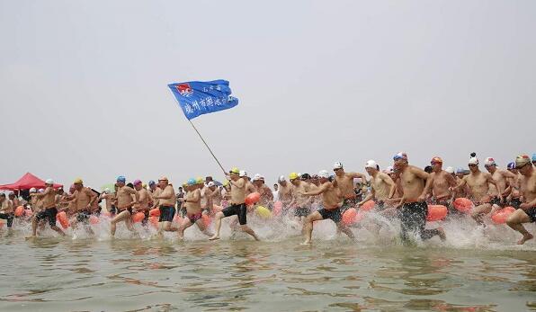 万人游系列赛:600名选手畅游乳山