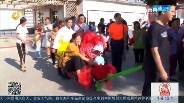 """【爱在七夕】独轮车推媳妇 8位老人重温娶""""新娘"""""""