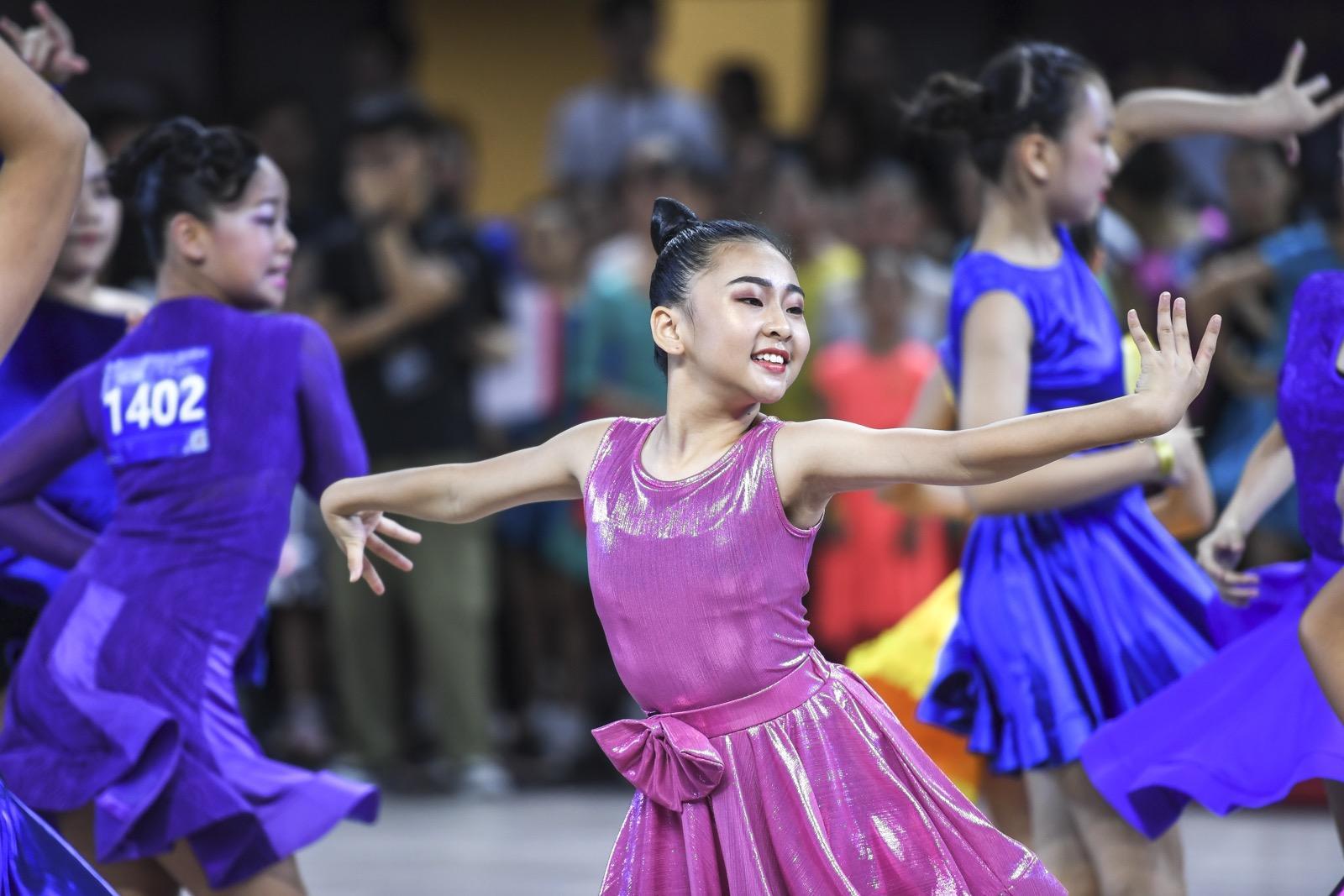 推广体育舞蹈 提高青少年身体素质