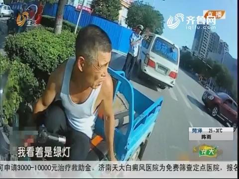 """潍坊:老人受伤 交警变身""""急救医生"""""""