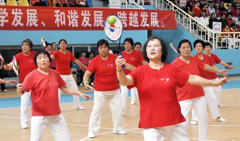 老年人柔力球比赛在奥体中心举行