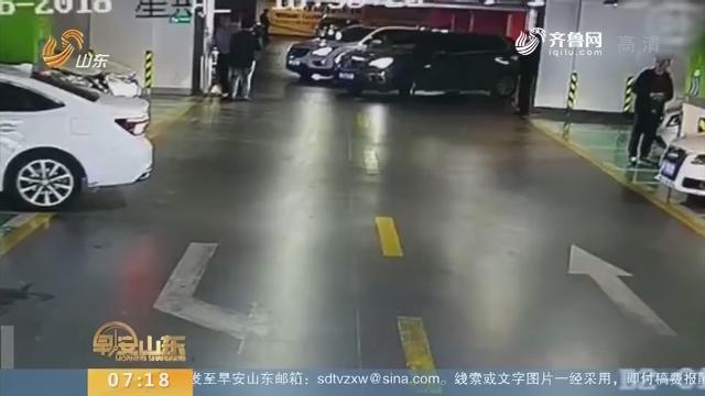 【闪电新闻排行榜】杭州:倒车出意外 女司机连撞4车