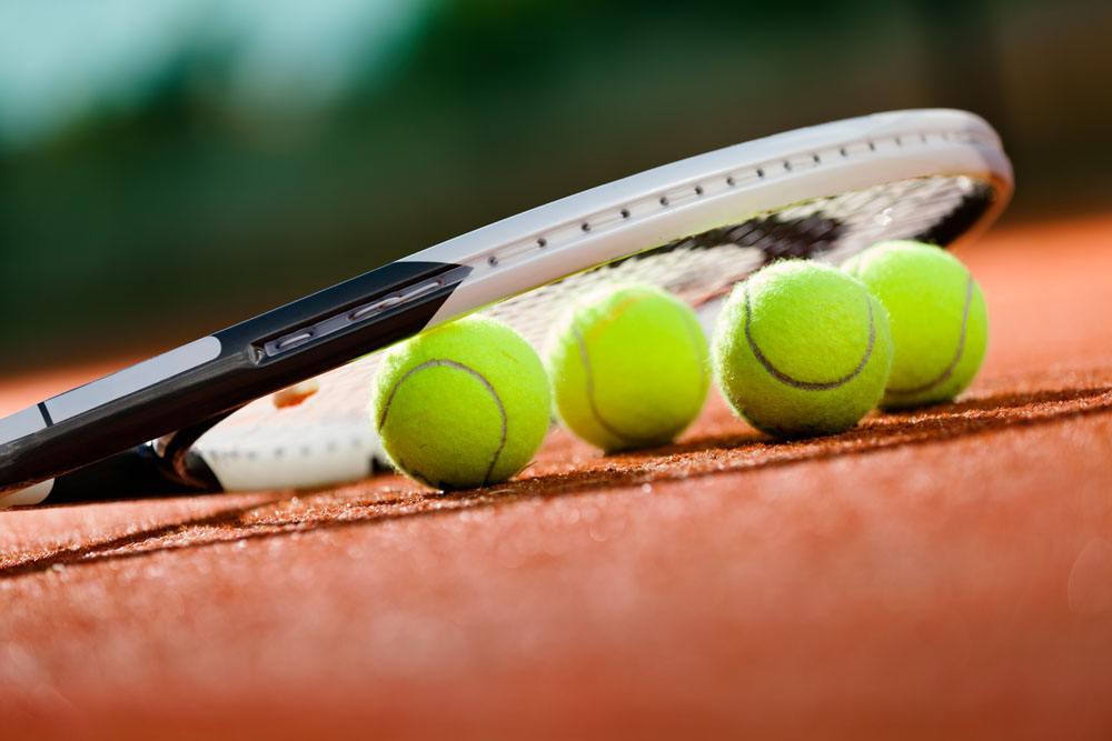大学生网球邀请赛收拍 济南大学男团夺冠