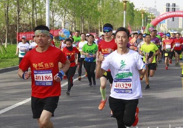 """2018""""跑游山东""""聊城半程马拉松比赛举行"""