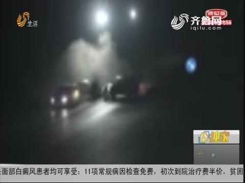 济宁:遇红灯不减速 轿车撞飞两车