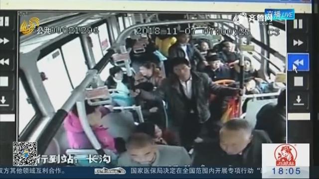 """【""""别车大战""""追踪】济宁:事发时 公交车的女乘客吓哭了!"""