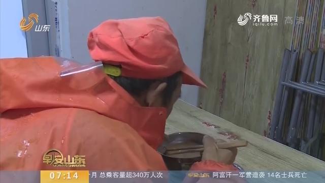 【闪电新闻排行榜】威海:雪天里的爱心粥铺