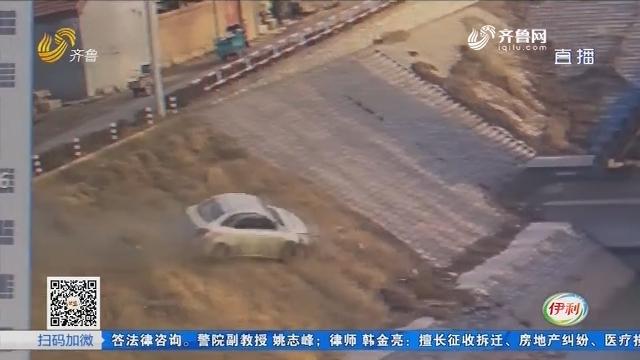 桓台:一声巨响 车辆撞上闸口