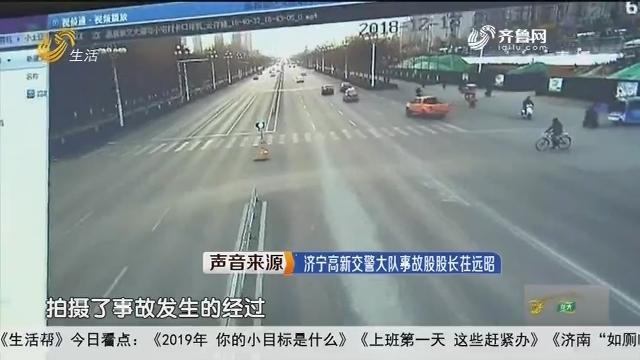 济宁:别车失控 比亚迪一头撞向绿化带