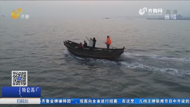 青岛:记者体验寒冬出海收海蛎子