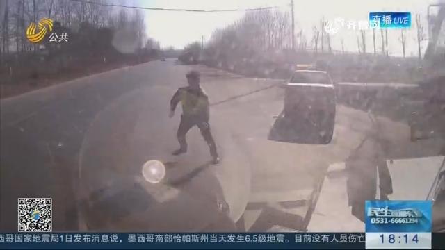 菏泽:疯狂!路遇执法 司机竟撞交警闯关卡别警车