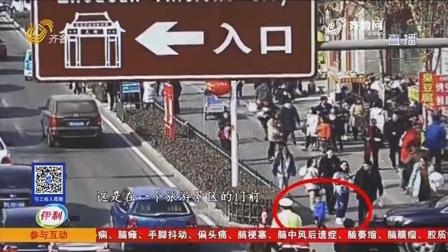 """淄博:啥情况?""""小不点""""独自压马路"""