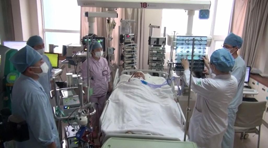男子因流感进ICU 医生乘绿皮火车跨市抢救