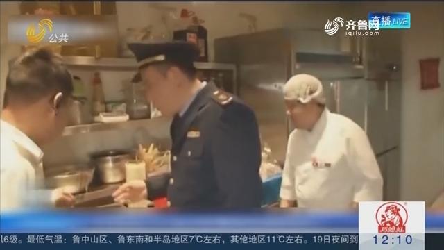 记者拜望西贝莜面村后厨:餐具上满是油 卫生细节堪忧