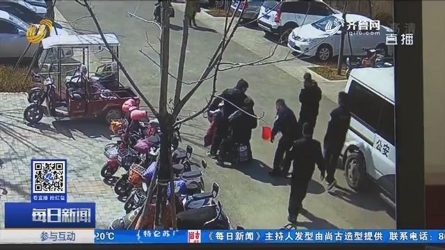 淄博:迷路男孩被人捡到又哭又闹