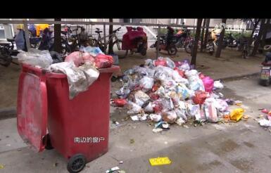 """【记者追踪】济南:小区半月堆出十几座""""垃圾山"""" 臭气熏天"""